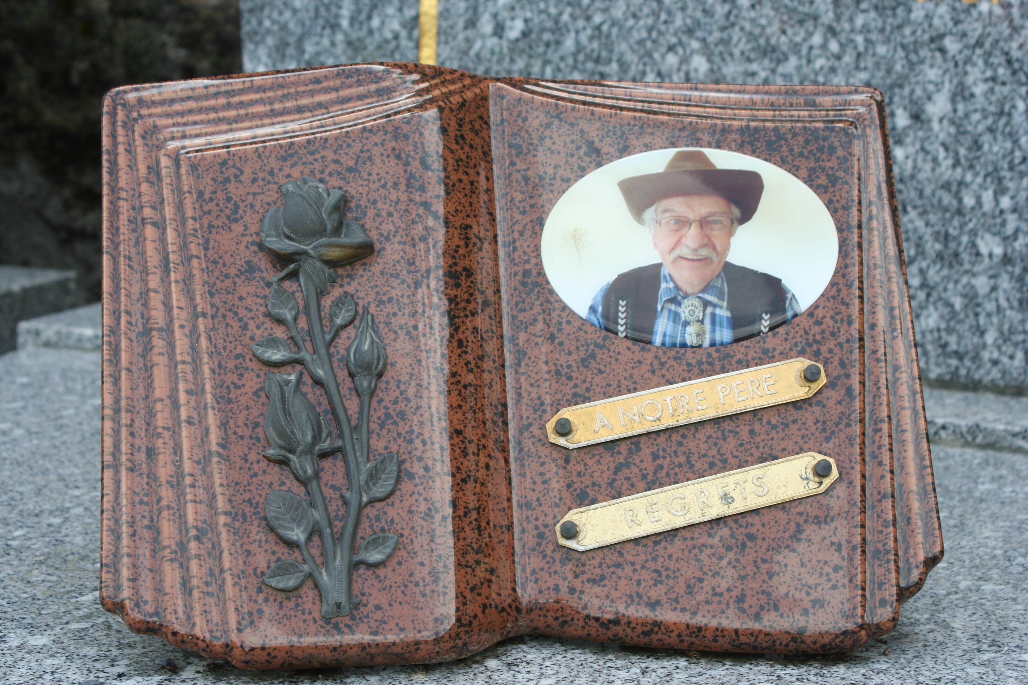 medaillon personnalise funeraire ovale photo ancien plaque livre